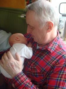 Wilmer myser med morfar