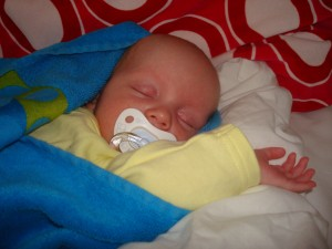 Så här söt kan jag vara när jag väl sover säger Simon!