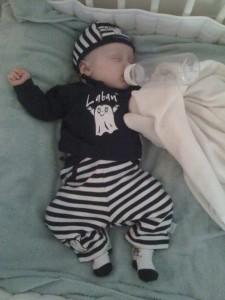 Så här söt var lilla gosWilmer idag, han har somnat med en urdrucken flarra i munnen.