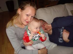 Moster och Wimpan, födelsedagsbarnet i bakrunden
